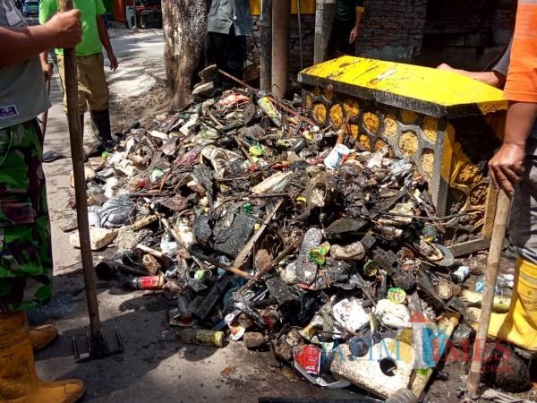 Lagi-Lagi, Normalisasi Saluran Air Panen Sampah Setara 1 Bak Mobil Pickup