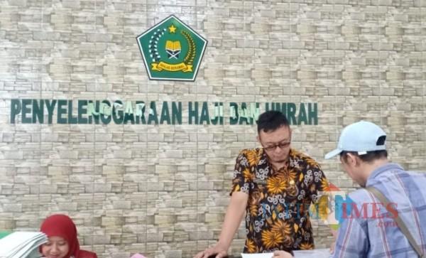 Aktivitas di kantor pelayanan haji dan umroh Kemenag Kab Blitar