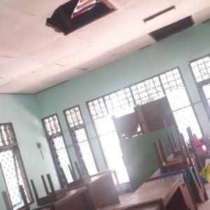 Plafon Runtuh, Ruang Praktik SMALB Bondowoso Ancam Keselamatan Siswa