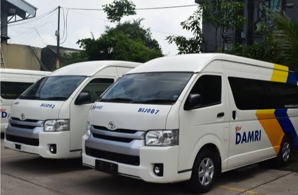 Bus DAMRI (Istimewa).