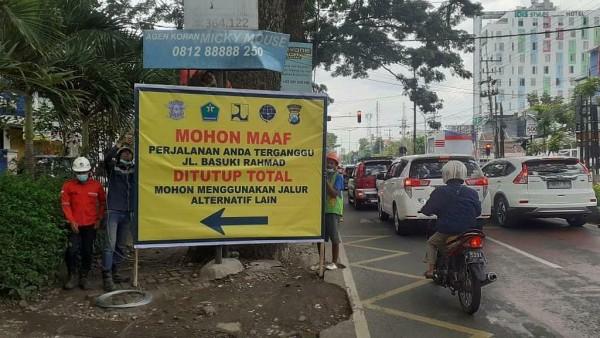 Persiapan Dishub Kota Malang untuk penutupan jalan Basuki Rahmad (dishubkotamalang)