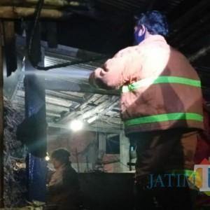 Pabrik Gula Terbakar di Ngunut, Diduga Disebabkan Tungku Api Merembet ke Sepah
