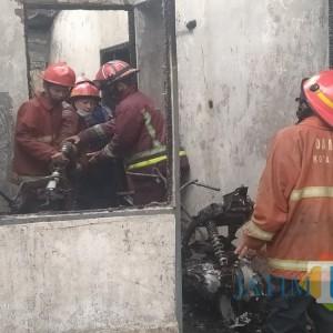 Rumah di Jalan Danau Ranau Terbakar, 4 Motor Hangus Tinggal Rangka