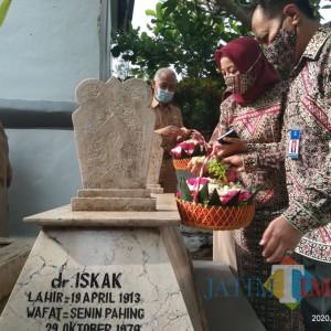 Peringati Ulang Tahun, RSUD Iskak Tulungagung Ziarah Makam Dokter Pejuang