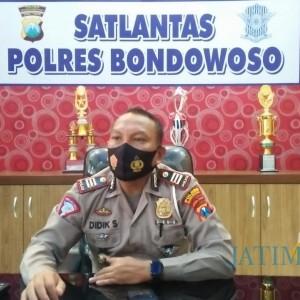 Satlantas Polres Bondowoso Bagi-Bagi Masker saat Operasi Zebra Semeru