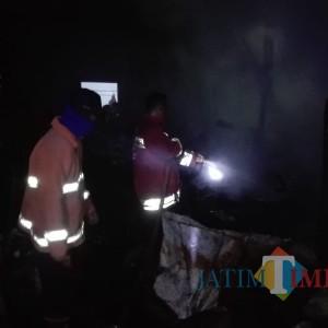 Kerahkan 3 Unit Mobil Pemadam, Petugas Masih Dalami Pemicu Kebakaran di Gondanglegi