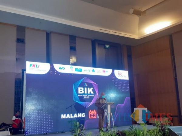 Pjs Bupati Malang, Sjaichul Ghulam saat memberikan sambutan dalam perhelatan Bulan Inklusi Keuangan tahun 2020, Senin (9/11/2020). (Foto: Dok. JatimTimes)