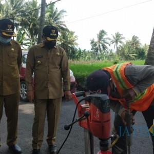 Sidak Jalan Cemorokandang, Wali Kota Malang Pastikan Kualitas Aspal