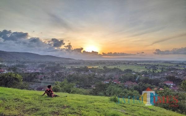 Indahnya Sunset dari tumpak Celeng dusun Bangak Desa Pelem Campurdarat (Foto: Dias Van Dhemit for Tulungagung TIMES)