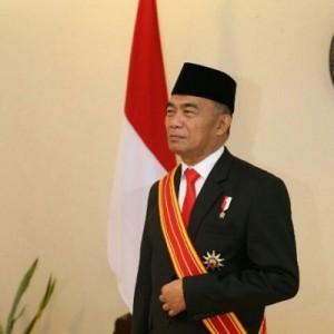 Guru Besar UM dan Mantan Dosen UMM Terima Bintang Mahaputra Adipradana dari Jokowi