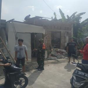 Diterjang Puting Beliung, Masjid dan Puluhan Rumah di Jombang Rusak