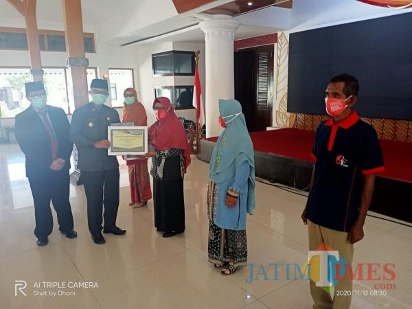HKN Ke-56, Dinkes Ngawi Beri Penghargaan kepada Insan Kesehatan
