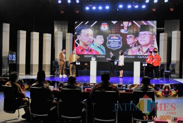 Debat publik kedua pilkada Kota Blitar digelar di Kota Surabaya.