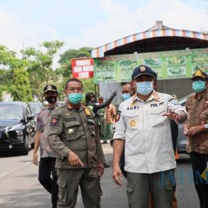Pjs Bupati Blitar Pimpin Operasi Yustisi di Perbatasan