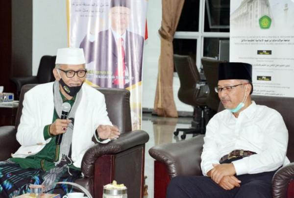 Rais 'Aam Pengurus Besar Nahdlatul Ulama (PBNU) KH Miftachul Akhyar (kiri)  dan Rektor UIN Malang  Prof Dr Abdul Haris MAg. (Foto: Humas)