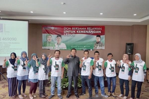 Ketua DPC PKB Kabupaten Malang, Ali Ahmad (tengah baju abu-abu) bersama perwakilan dari GAC usai deklarasi mendukung paslon LaDub. (Foto: Dok. Malang Bangkit)