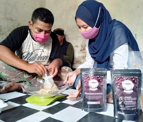 Pelatihan mengolah produk kopi oleh mahasiswa Unikama Prodi Akutansi terhadap kaum disabilitas(Unikama for MalangTIMES)
