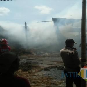 Bakar Sampah, Pabrik Gula Tradisional di Tulungagung Dilahap si Jago Merah