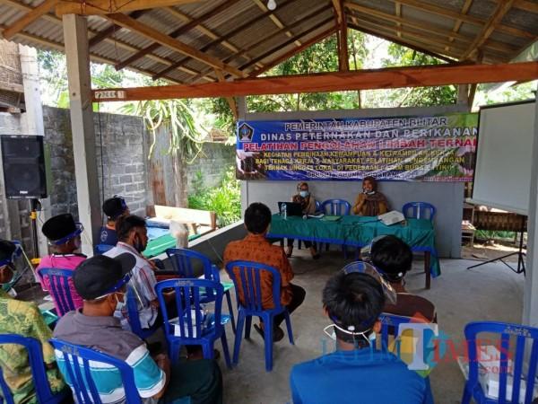 Pelatihan pengolahan limbah ternak digelar Disnakan Kab Blitar.(Foto : Aunur Rofiq/BlitarTIMES)