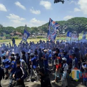 Tuntut Arema Satu, Aremania Birukan Bundaran Tugu Kota Malang
