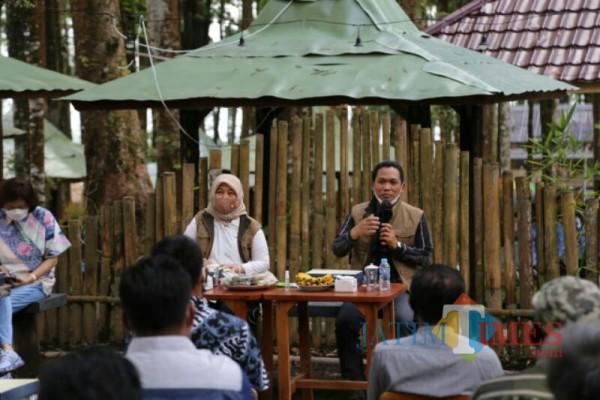Bupati Lumajang H. Thoriqul Haq ketika menyampaikan potensi Ranupani (Foto : Kominfo / Jatim TIMES)