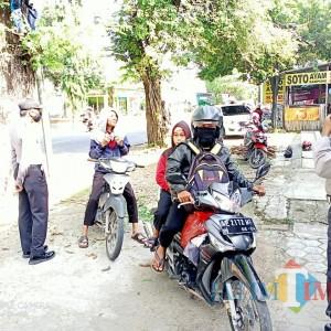 Warga Ngeyel Tak Pakai Masker, Polsek dan Koramil Widodaren Gencarkan Razia