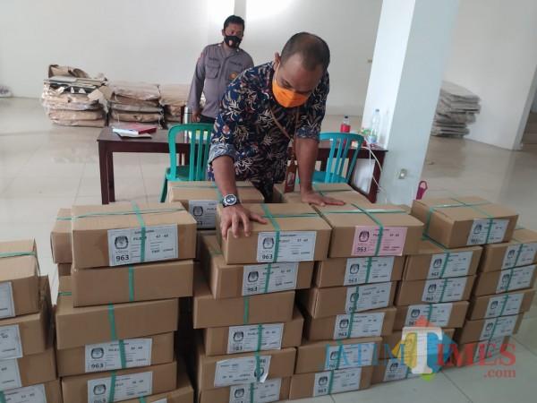 Surat suara Pilkada Kota Blitar 2020 disimpan di gudang logistik KPU di Jalan Cemara. (Foto: Dokumen JatimTIMES)
