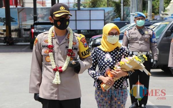 Kapolres Tulungagung AKBP Handono Subiakto saat datang pertama ke mapolres. / Foto : Anang Basso / Tulungagung TIMES