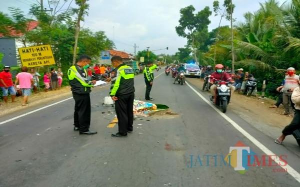 Polisi saat melakukan olah TKP di Rejotangan / Foto : Dokpol / Tulungagung TIMES