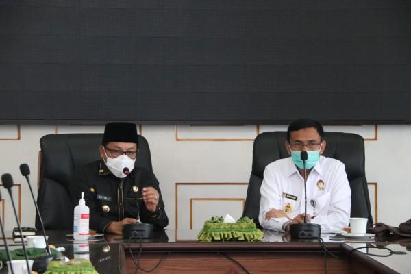 Wali Kota Malang Sutiaji (kiri) dan Deputi Pengembangan Setjen Wantanas, Marsda TNI Dr. Sungkono (kanan) (Humas Pemkot Malang).