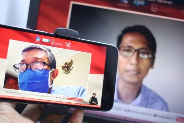 Dr dr Kohar Hari Santoso (kiri) dan Wahyoe Boediwardhana (Jurnalis) menjadi pembicara dalam dialog bertema belajar dari sukses vaksin MR di Jawa Timur dan Peran Media dalam Vaksinasi di Jakarta. (Foto: Istimewa).