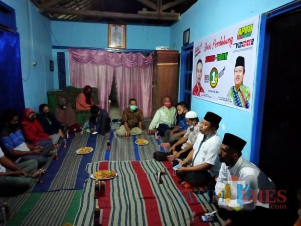 Yasin Hermanto saat kampanye dialogis di Jalan Klampis Kelurahan Tlumpu (Foto: Aunur Rofiq/ BlitarTIMES)