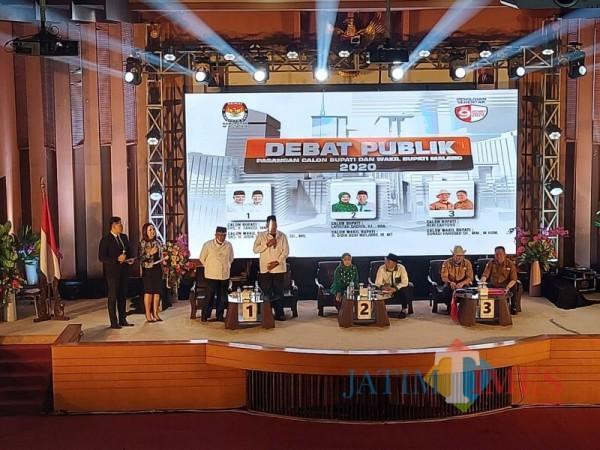 Ketiga kandidat Calon Bupati dan Wakil Bupati Malang saat menjalani sesi debat pertama (Foto : Dokumen MalangTIMES)
