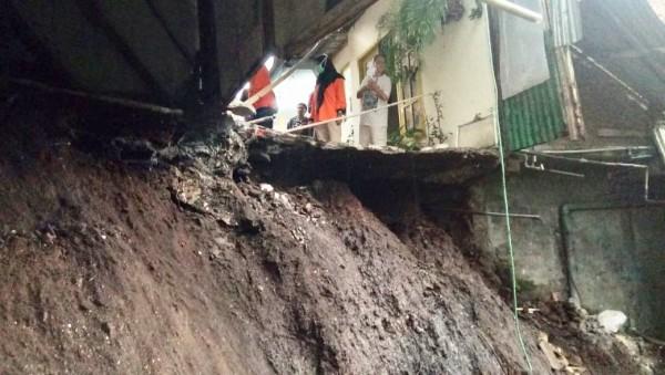 Kondisi tanah longsor di Jalan Dewi Sartika,Kelurahan Temas, Kecamatan Batu, Jumat (20/11/2020). (Foto: istimewa)