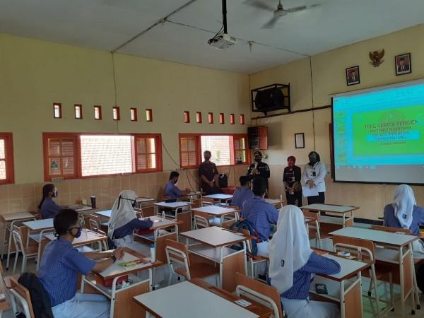 Suasana simulasi sekolah tatap muka siswa SMP N 8 Malang di tengah pandemi Covid-19. (Arifina Cahyanti Firdausi/MalangTIMES).
