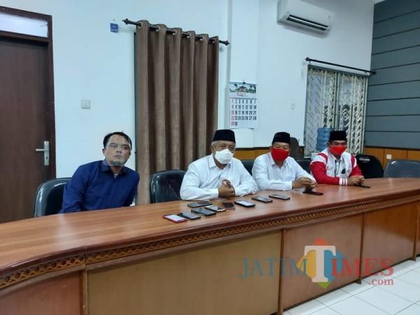 Calon Bupati Malang dari pasangan SanDi nomor urut 1, Sanusi (dua dari kiri) saat memaparkan pembangunan ekonomi di Kabupaten Malang (Foto : Dokumen MalangTIMES)