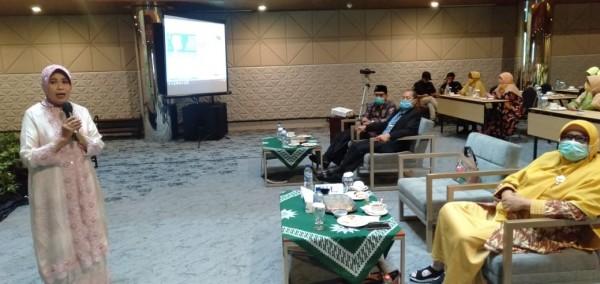 Kepala Dinas Pendidikan Kota Malang, Dra Zubaidah MM saat menjadi keynote speaker dalam ajang ABA Awards 2020. (Foto: Humas)