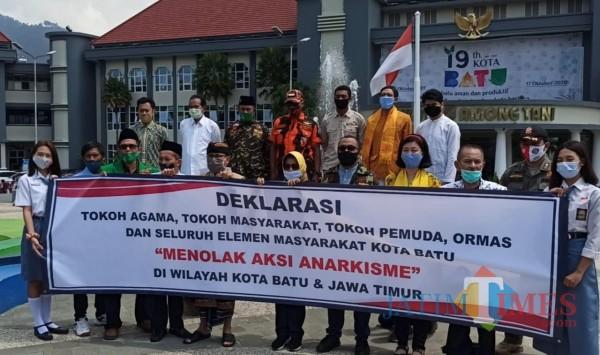 Beberapa organisasi di Kota Batu saat melakukan deklarasi beberapa saat lalu. (Foto: Irsya Richa/MalangTIMES)
