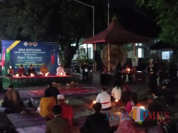 Doa bersama lintas agama digelar di halaman Istana Gebang Kota Blitar.(Foto : Aunur Rofiq/BlitarTIMES)