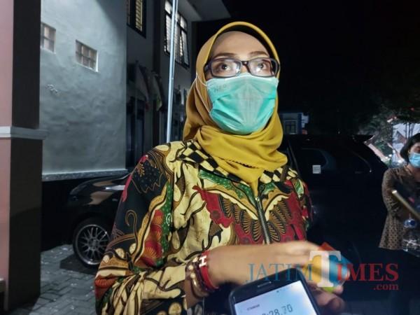 Ketua KPU Kabupaten Malang, Anis Suhartini saat ditemui awak media di Kantor KPU Kabupaten Malang. (Foto: Tubagus Achmad/MalangTimes)