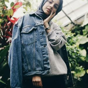 Modis Tapi Simple, Gaya Fashion Blogger AS Hoda Katebi