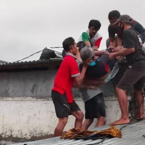 Benahi Atap, Pekerja Bangunan Tewas Tersengat Listrik
