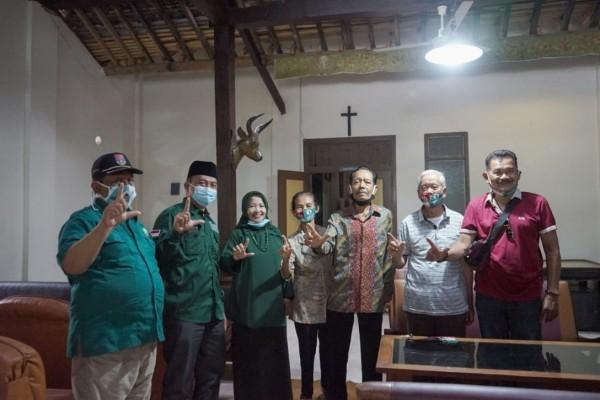 Calon Bupati Malang nomor urut dua yakni Lathifah Shohib usai berdialog dengan tokoh Katolik di Kecamatan Wonosari. (Foto: Dok. Malang Bangkit)