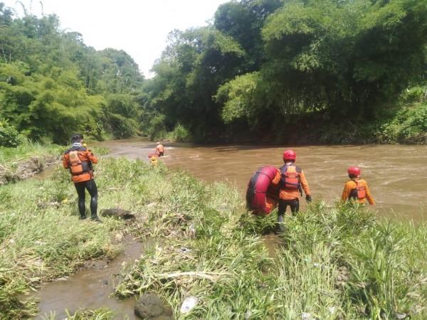 Proses pencarian Miftakhul Zaini Ridho yang diduga tenggelam (istimewa)