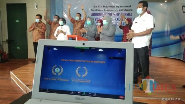 Sukacita pegawai RAD dr. Iskak saat diumumkan sebagai Gold Winner Achievement  kategori service (Joko Pramono for Jatim TIMES)