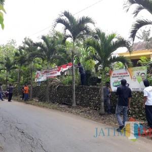 Terpasang di Tempat Terlarang, Ratusan APK 2 Paslon Ditertibkan Bawaslu Kabupaten Blitar
