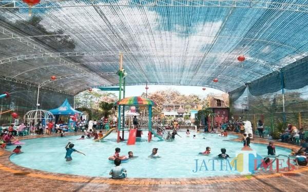Sensasi di Tengah Kampung Karangsari, Wisata di Tulungagung Ini Serasa di Negeri Singapura