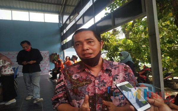 Kepala Dinas Koperasi dan UMKM Slamet Sunarto bersama Choirurrohim anggota DPRD Kabupaten Tulungagung komisi B. (Foto: Anang Basso/Tulungagung TIMES)