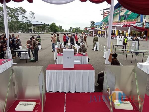 Suasana TPS saat simulasi pam Pilkada Kabupaten Malang 2020. (Hendra Saputra)