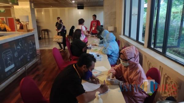 Para buyer maupun seller peserta Table Top Pariwisata dan Ekraf  di Kota Malang yang menjalani rapid test (Disporapar for MalangTIMES)